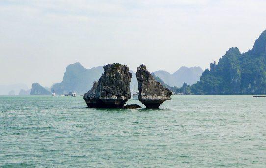 龍の下るところ ハロン湾 ベトナム