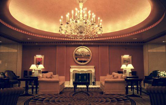 メインバーでお手軽ランチ チャートハウス ホテルインターコンチネンタル東京ベイ