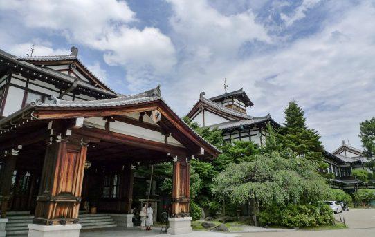 庭のバンビとこまどりランチ 三笠 奈良ホテル